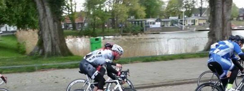 zondag, fietsgroep, 30 km/u, ochtend